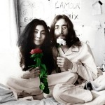 "Dans une performance pacifiste contre la guerre du Vietnam ""Bed in for Peace"", John et Yoko sont photographiés au lit en 1969"